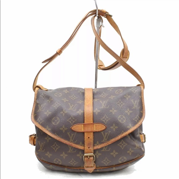 Louis Vuitton Handbags - Auth Louis Vuitton Saumur 30 Crossbody Bag